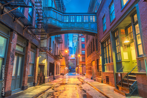 Montage in der Fensternische New York New York City Alleyways