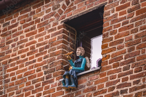 beautiful figures in the windows of houses in the city of torun