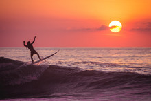 Surfista En El Atardecer.