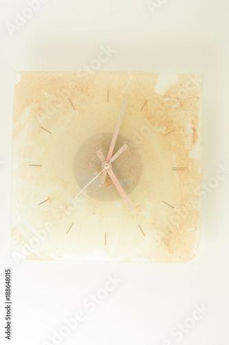 Photo Close-up of vintage analogic dirty clock