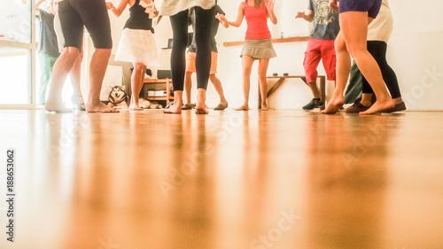 Foto salsa dancing class people legs