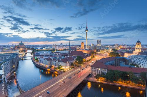 Keuken foto achterwand Berlijn Berlin skyline with Spree river in twilight, Germany