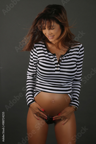 Belle Femme Enceinte belle femme enceinte montrant son corps svelte - buy this stock
