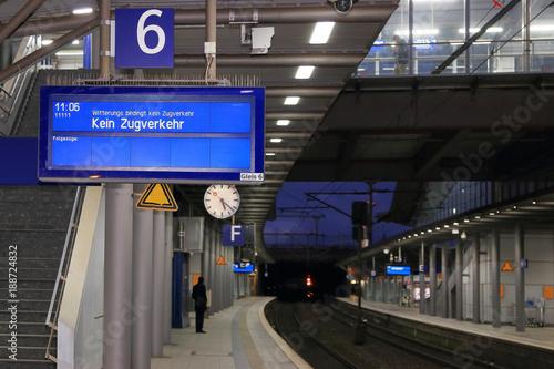 Fotografie, Obraz  Witterungsbedingt kein Zugverkehr, Ausfall durch Sturm
