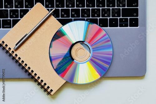 Fotomural ノートとDVDとノートパソコン