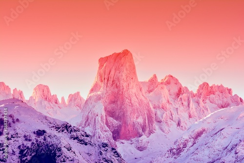 Cadres-photo bureau Rose clair / pale Naranjo de Bulnes at dawn in Picos de Europa.