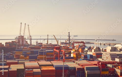 Plakat Terminal portowy z żurawiami, statki do rozładunku i duża liczba kontenerów