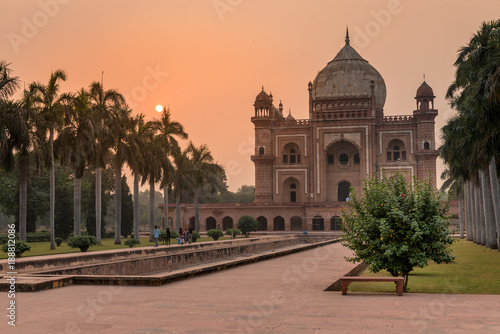 Stickers pour portes Delhi Safdarjang Tomb at Sunset in Delhi, India