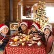 クリスマスパーティーをする子供達