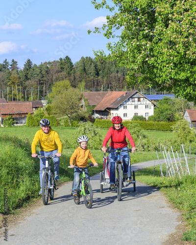 Foto op Plexiglas Fietsen Radausflug mit den Kids