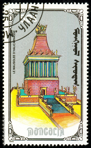 Foto op Plexiglas Bedehuis Ukraine - circa 2018: A postage stamp printed in Mongolia show Mausoleum of Hallcarnassus. Series: 7 Wonders of the Ancient World. Circa 1990.