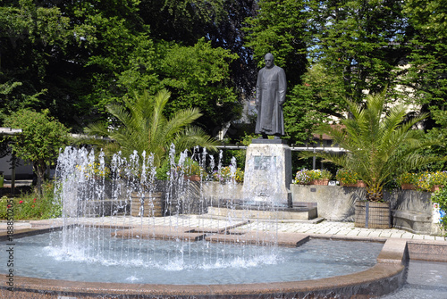 Fotobehang Historisch mon. Kneipp-Denkmal in Bad Wörishofen