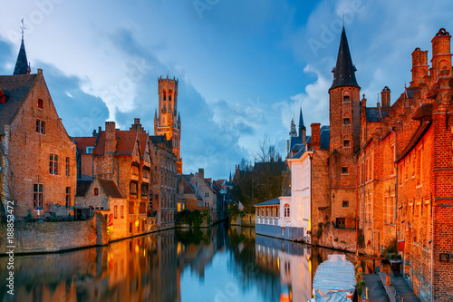 Deurstickers Brugge Brugge. Embankment of roses.