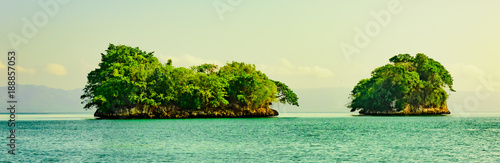 Foto op Plexiglas Eiland green island in the ocean