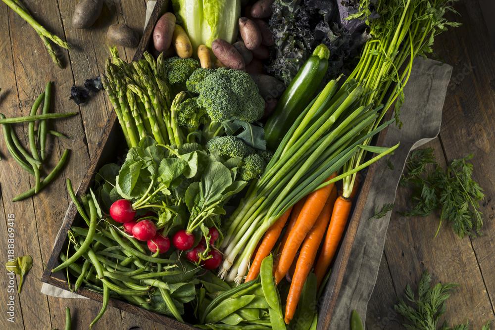 Fototapety, obrazy: Raw Organic Spring Farmers Market Box