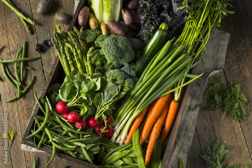 Raw Organic Spring Farmers Market Box Canvas-taulu