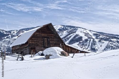 Valokuvatapetti Steamboat Springs Ski Resort and Barn