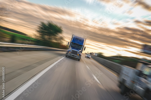 Photographie  Motion blur semi truck 18 wheeler
