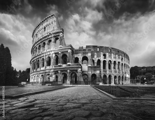 Colosseum in Rome at dusk Fototapete