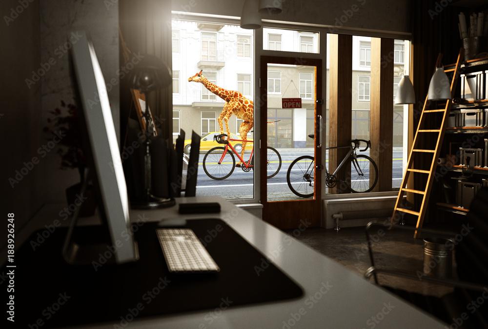 Giraffe fährt mit Fahrrad an einem Laden vorbei