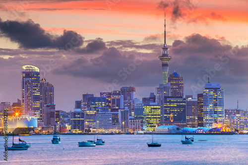 Cadres-photo bureau Océanie Auckland. Cityscape image of Auckland skyline, New Zealand during sunset.