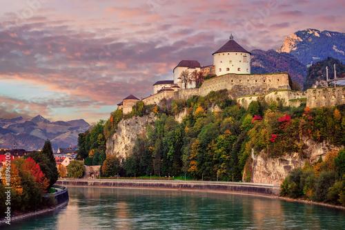 Foto  Kufstein Old Town on Inn river, Alps mountains, Austria