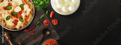 Tuinposter Pizzeria Pizza con ingredienti - copertina FB