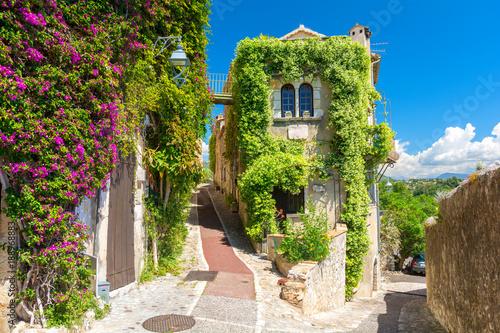 piekna-architektura-w-saint-paul-de-vence-w-prowansji-poludniowa-francja