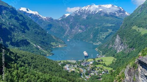 Stampa su Tela Vogelperspektive auf den Geiranger Fjord