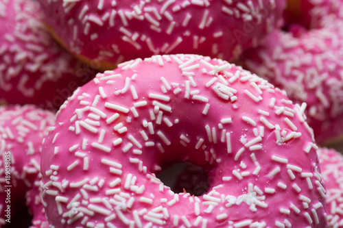 pinky donuts mit zuckerstreuseln Canvas Print