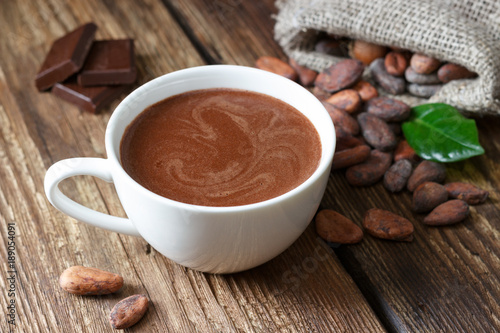 Foto op Plexiglas Chocolade Hot chocolate in the cup on the wooden table.