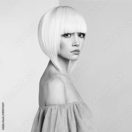 Foto op Aluminium womenART Fashion beautiful blonde with short haircut