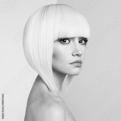 Küchenrückwand aus Glas mit Foto womenART Fashion beautiful blonde with short haircut