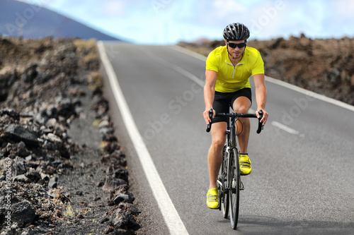 Photo sur Toile Cyclisme Road bike cyclist man cycling. Biking Sport fitness athlete biking on road bike. Active healthy sports lifestyle athlete cycling outside training for triathlon.