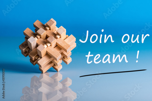 Fotografía  Job recruiting advertisement represented by 'JOIN OUR TEAM' texts on blue backgr