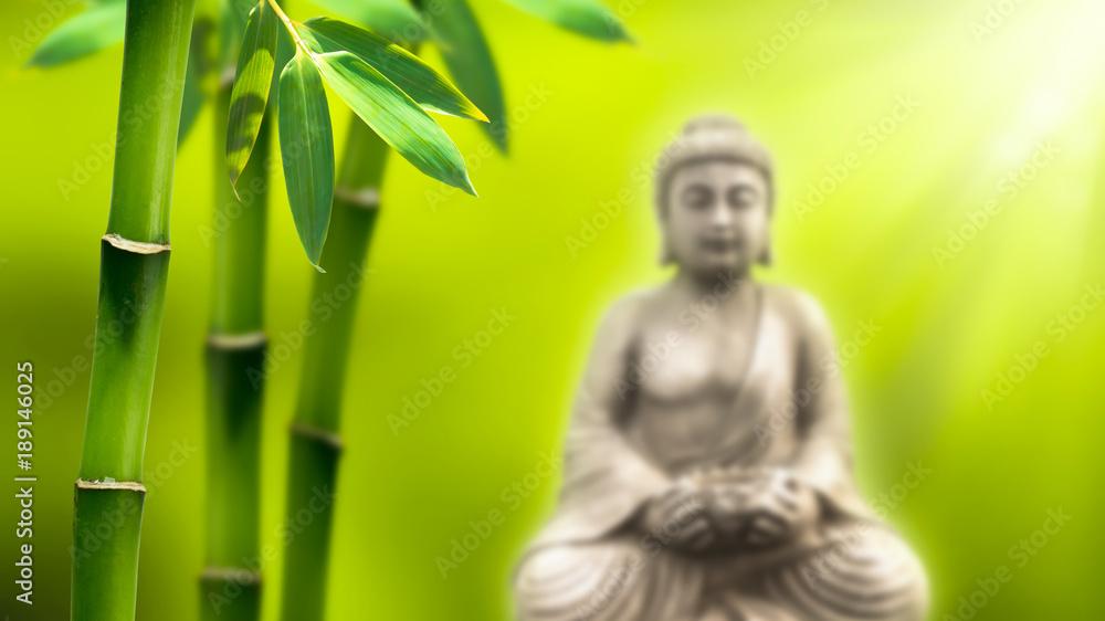 buddha unter bambus
