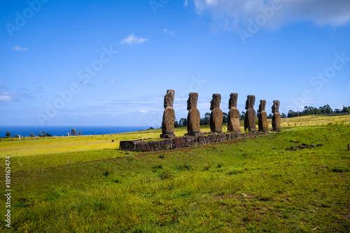 Photo Moais statues, ahu Akivi, easter island