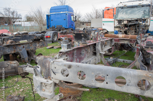 Deurstickers Cubaanse oldtimers old truck the ferruginous does not work special a machine stands