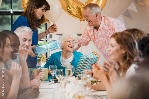 Fotomural  Surprise Senior Birthday Party
