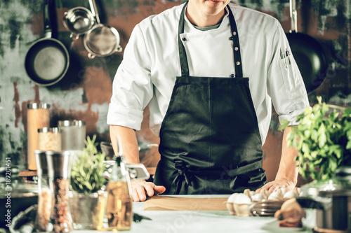 Fototapeta Chef Koch in der Küche obraz