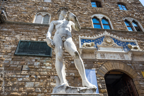 Photo  FLORENCE (FIRENZE), JULY 28, 2017 - Copy of  David of Donatello statue in Piazza della Signoria outside Palazzo Vecchio in Florence (Firenze), Tuscany, Italy