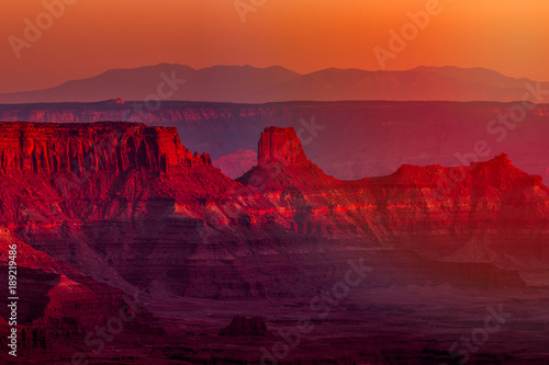 La pose en embrasure Brique View at sunset of canyons and rock formations in southwest Utah