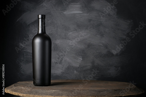 Tablou Canvas Red wine bottle on a wooden background