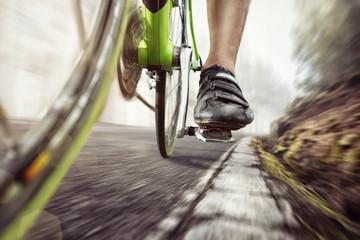 Fototapeta Pedale eines Rennrads während der Fahrt