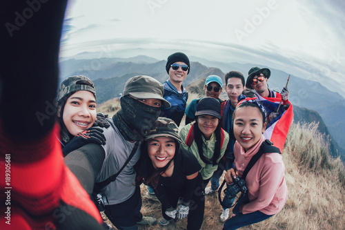 Fotografía  Friends Taking Selfie at the top of mountain