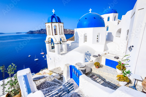 Poster de jardin Santorini Oia, Santorini, Greece - Blue church and caldera