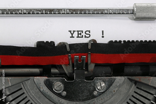 Foto op Aluminium Retro YES written with the old typewriter
