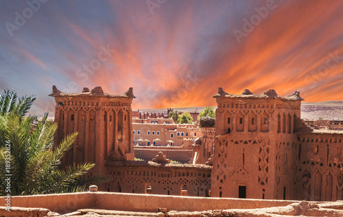 Poster Maroc Narrow streets of Kasbah Ait Ben Haddou in the desert at sunset, Morocco