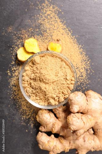 Fotografie, Obraz ginger root and powder