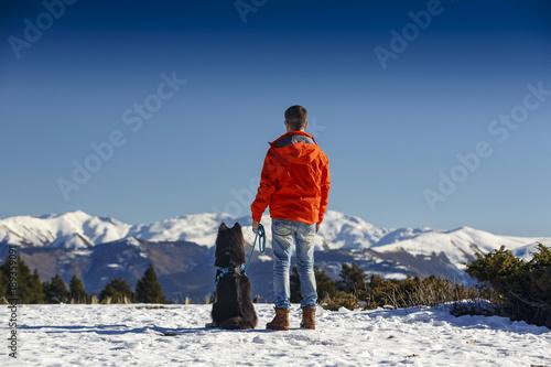 Photo un día en la nieve con perro